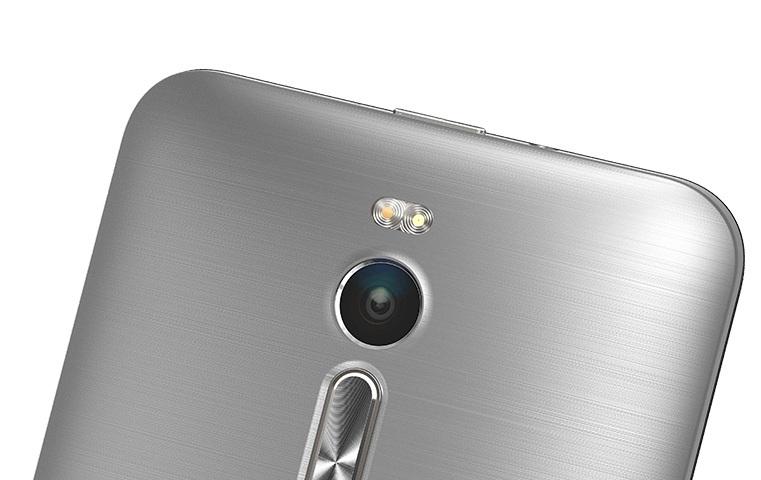 Sản phẩm được trang bị đèn flash kép 2 tông màu, camera với công nghệ ổn định hình ảnh quang học