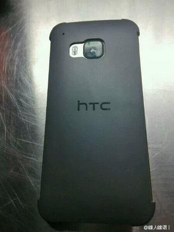 Mặt sau của HTC One M9 trong lớp vỏ bọc