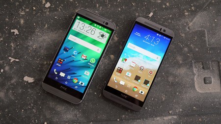Rất khó để phân biệt HTC One M8 (trái) và One M9 (phải) nếu chỉ nhìn từ mặt trước
