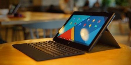 Jide Remix sở hữu thiết kế bên ngoài khá giống với Surface Pro 3 của Microsoft