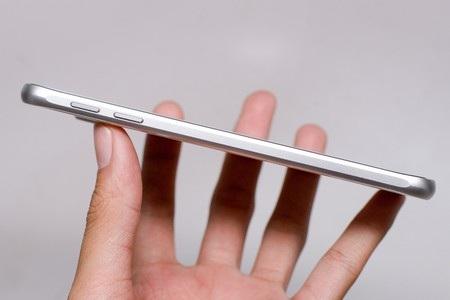 Sản phẩm sở hữu màn hình 5,1-inch với độ phân giải 2K (2560x1440).