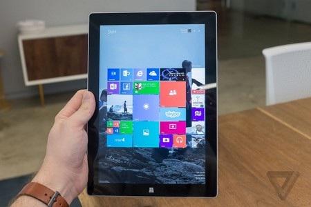 Sản phẩm sở hữu màn hình rộng 10,8-inch với tỷ lệ màn hình 3:2, tối ưu khi sử dụng theo chiều dọc