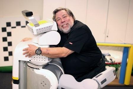 Nhà đồng sáng lập Apple lo ngại con người sẽ trở thành vật nuôi của máy móc và robot