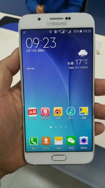 Galaxy A8 có thiết kế khá giống Galaxy S6, thay vì Galaxy A7 trước đây