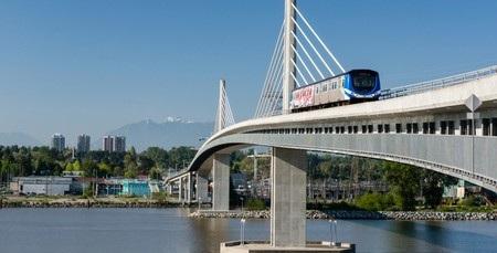 Hệ thống tàu điện đô thị của thành phố Vancouver (Canada) bắt đầu vận hành từ năm 1985.