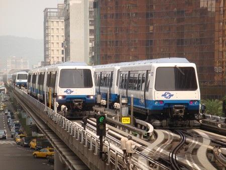 Một đoàn tàu đang vào ga tại Bangkok.