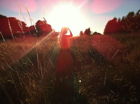Chi tiết ảnh chụp trên iPhone 4 rõ hơn và ít bóng mờ tạo ra bởi ánh sáng mặt trời hơn.