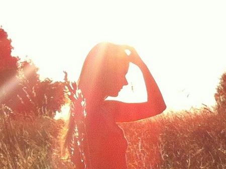 Ánh nắng bị lóa khiến cho bức ảnh chụp bằng iPhone 4 chuyển sang tông màu đỏ.