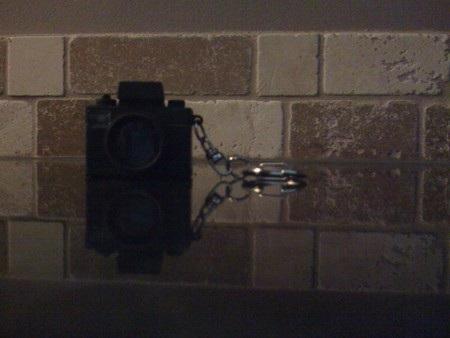 Chụp ảnh trong điều kiện thiếu sáng. iPhone phiên bản đầu tiên cho thấy đối tượng khá mờ.