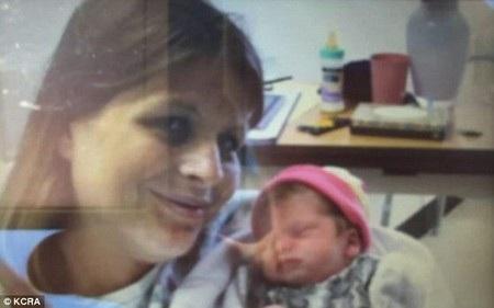 Amber Pangborn và con gái mới sinh trong hoàn cảnh hết sức đặc biệt.