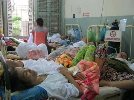 Giảm tải bệnh viện: Trên quyết liệt, dưới nửa vời