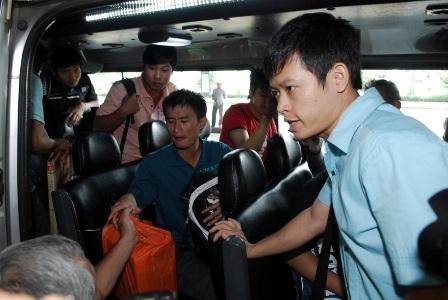 Chuyến xe nhanh chóng đưa các thuyền viên rời sân bay