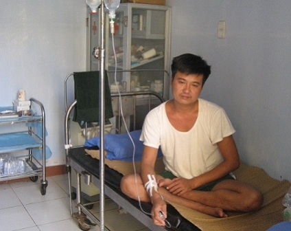 Nhờ được cứu chữa kịp thời, y sĩ Việt không cần chuyển vào đất liền