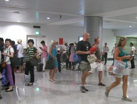 Thành phố đang chủ động giám sát thân nhiệt hành khách tại sân bay