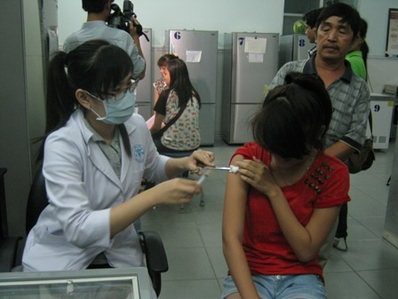 Chích vắc xin để ngăn ngừa ung thư sớm ở độ tuổi niên thiếu đang được nhiều bậc cha mẹ quan tâm