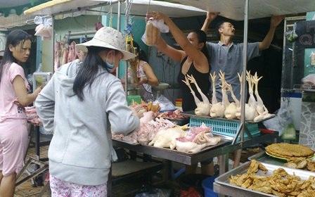 Gà vịt đã qua giết mổ nhưng không được kiểm dịch vẫn tràn lan trên thị trường