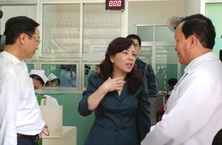 Bộ Trưởng Kim Tiến yêu cầu các bệnh viện tăng cường các biện pháp điều trị