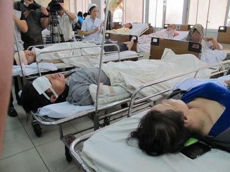 Các nạn nhân đang được cấp cứu tại Bệnh viện Chợ Rẫy