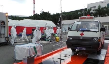 Tất cả các phương tiện chuyển bệnh và nơi bệnh nhân tiếp xúc đều được khử trùng