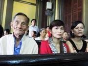 Chị Thu (giữa) tại phiên xử phúc thẩm người chồng trăng hoa gây trọng tội giết người.