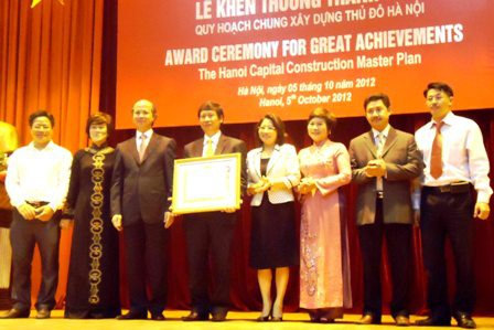 Thủ tướng khen thưởng 17 cá nhân tham gia lập quy hoạch chung Thủ đô