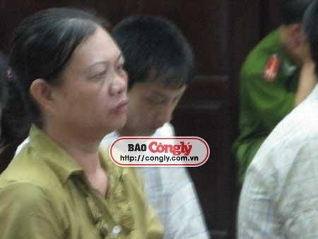 Bà Hiển trong phiên tòa sơ thẩm