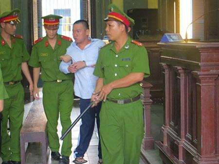 Bị cáo Nguyễn Hữu Mạnh Tường sau phiên tòa phúc thẩm với bản án tử hình