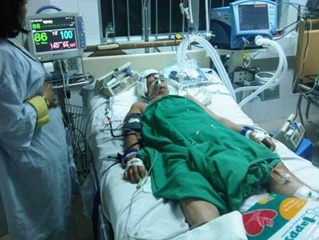 Nạn nhân đang được cấp cứu tại Bệnh viện Đa khoa Trung ương Cần Thơ trong tình trạng rất nguy kịch.
