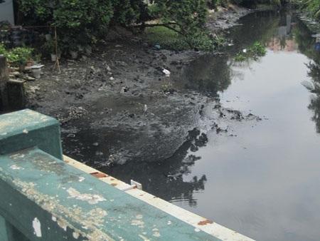 Cầu Bùi Đình Túy nơi đối tượng Kim nhảy xuống và bị chôn chân tại đây