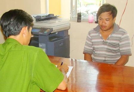 Tài xế Lê Đình Tùng tại cơ quan CSĐT Công an TP Cao Lãnh-Đồng Tháp