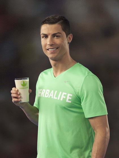 C Ronaldo nhận tài trợ dinh dưỡng từ Herbalife