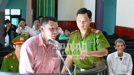Bị cáo Trần Quang Hiếu trước toà