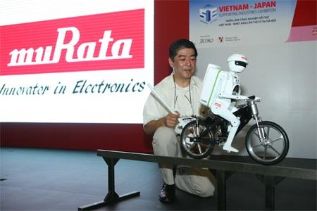 Robot MURATA BOY đã thu hút sự chú ý của đông đảo khán giả tại Việt Nam