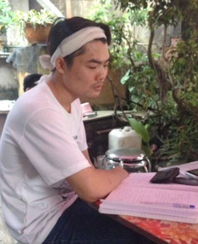 Anh Đỗ Văn Định đau buồn kể lại sự việc. Ảnh: PV