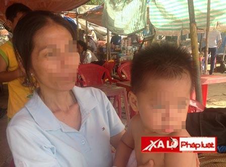 Bà giúp việc và đứa trẻ bị bắt cóc.