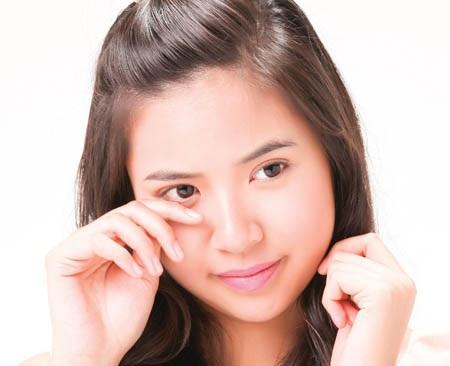 Cần làm gì khi bị dị ứng mắt?