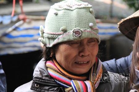 Giọt nước mắt đau xót của mẹ nạn nhân Phan Văn Đạo.