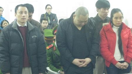 Nữ tổng giám đốc Trần Hồng Việt cùng đồng phạm tại tòa