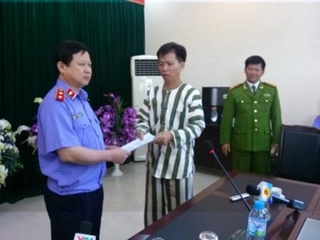 Ông Nguyễn Thanh Chấn ngày nhận quyết định tạm đình chỉ thi hành án.
