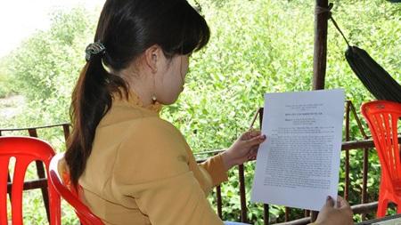 """Nạn nhân Trần K.T với lá đơn yêu cầu khởi tố vụ án """"làm nhục người khác"""""""