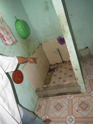 Phòng tắm, nơi người thân phát hiện xác chị Bé.