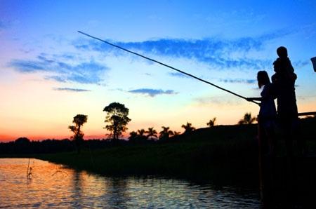 Câu cá là một trong những hoạt động yêu thích của du khách