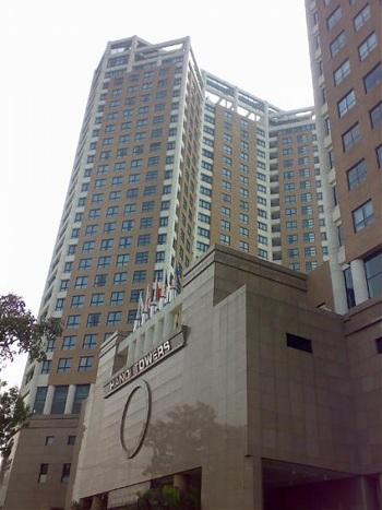 Sau năm 1993, phần lớn nhà tù Hỏa Lò đã bị phá bỏ để xây tòa tháp Hà Nội (HaNoi tower).