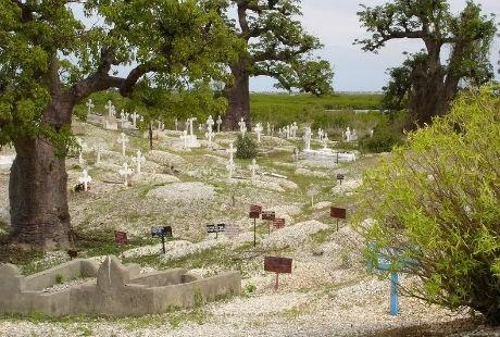 Nghĩa trang được xây dựng hoàn toàn bằng vỏ sò
