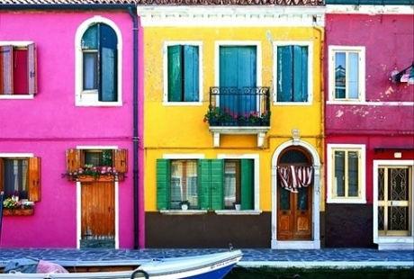 2. Ngôi làng Oia - đảo Santorini ở Hy Lạp