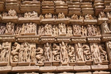 Rất nhiều tư thế phòng the trên những cụm tượng tại đền