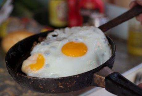 Trứng rán cũng là một hình thức lựa chọn khác để kẹp với bánh mì.