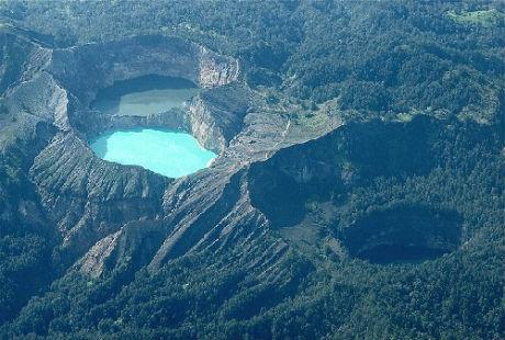 Người dân bản địa nơi đây vẫn gọi ba chiếc hồ giống hệt nhau này là hồ sinh ba.