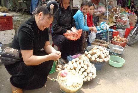 Măng được bán ở khắp các phiên chợ vùng Tây Bắc.