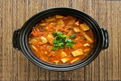 16. Canh súp lơ nấu với nước dừa
